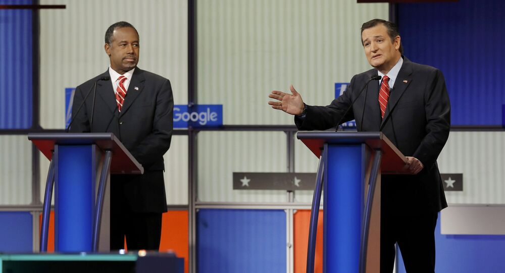 Republican U.S. presidential candidate Dr. Ben Carson (L) listens as U.S. Senator Ted Cruz speaks at the debate held by Fox News for the top 2016 U.S. Republican presidential candidates in Des Moines, Iowa January 28, 2016.