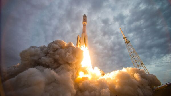 An Atlas V rocket launches the Navy's Mobile User Objective System (MUOS) 2 satellite from Space Launch Complex-41 at Cape Canaveral Air Force Station - Sputnik International