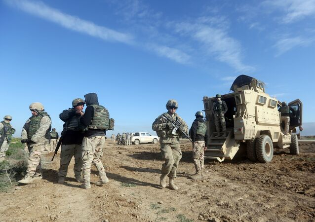 US soldiers monitor as they train Iraq's 72nd Brigade in a live-fire exercise in Basmaya base, southeast of the Iraqi capital, Baghdad, on January 27, 2016