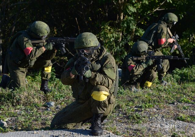 Servicemen of the task force units of the Eastern Military District during an operation to prevent hypothetical terrorists from getting to a Defense Ministry facility