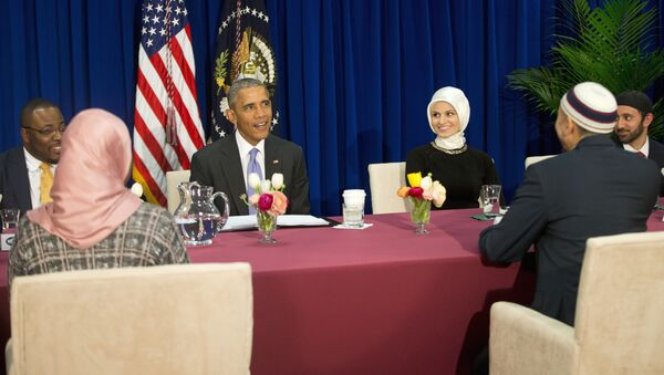 President Barack Obama meets with members of Muslim-American community at the Islamic Society of Baltimore, Wednesday, Feb. 3, 2016, in Baltimore, Md. - Sputnik International