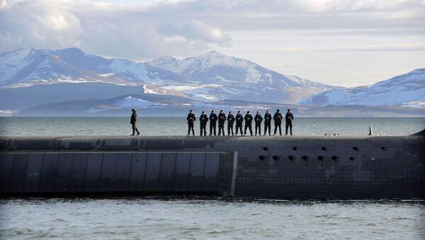 British Navy personnel stand atop the Trident Nuclear Submarine, HMS Victorious, on patrol off the west coast of Scotland on April 4, 2013 before the visit of British Prime Minister David Cameron. - Sputnik International