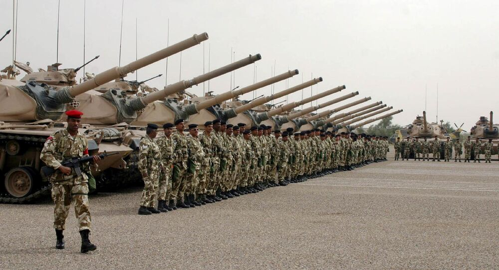 Bahraini soldiers line up at the 35th armored brigade camp, northern Kuwaiti desert (file photo)