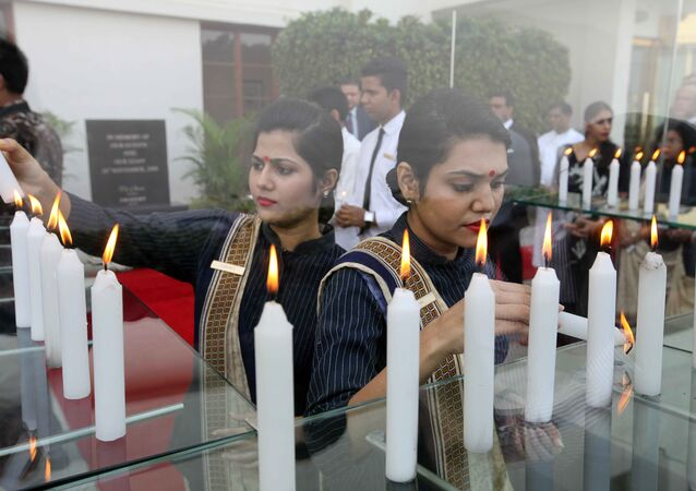 Indian hotel staff pay tribute to victims seven years after a deadly terror attack killed and injured staff and guests in Mumbai on November 26, 2015. A total of 166 people were killed in November 2008 when Islamist gunmen stormed luxury hotels, the main railway station, a Jewish centre and other sites in the booming metropolis of Mumbai, the financial heart of India.