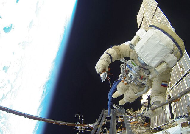 Space walk by Russian Cosmonauts