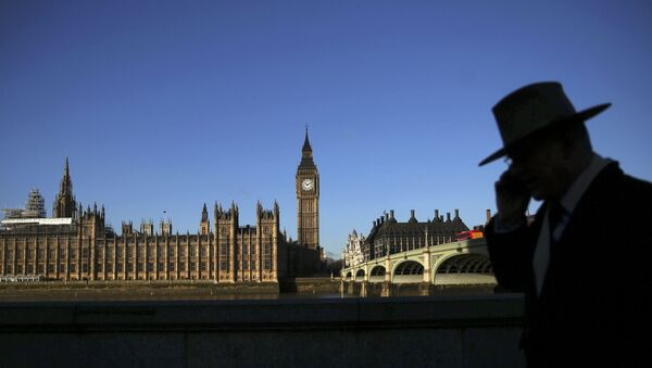 A man is silhouetted in front of the Houses of Parliament on a sunny winter's morning in London, Britain January 15, 2016. - Sputnik International
