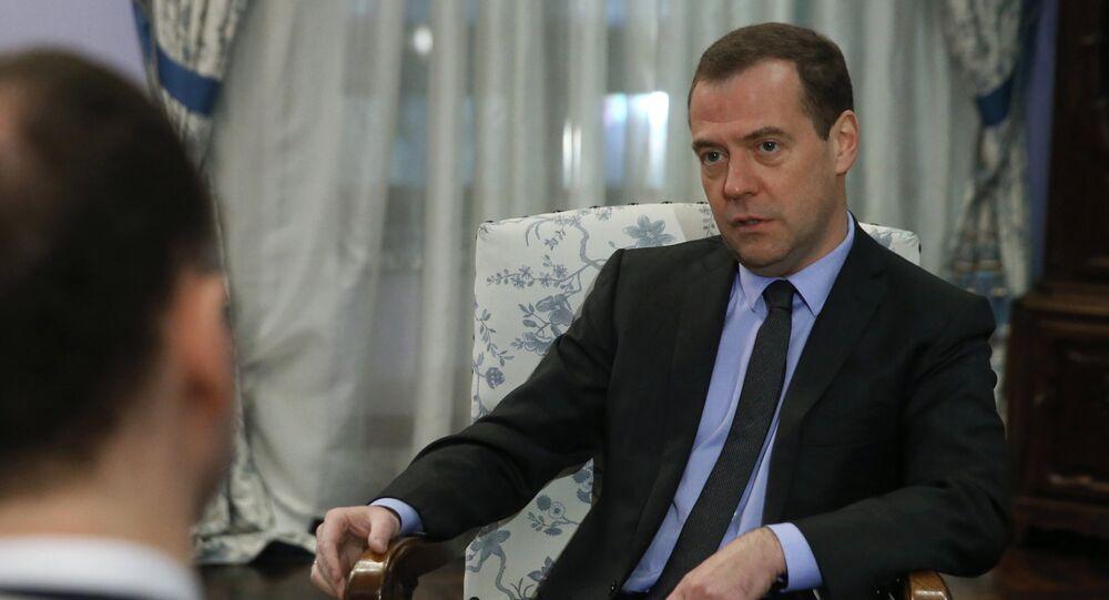 Prime Minister Medvedev gives interview to German daily Handelsblatt