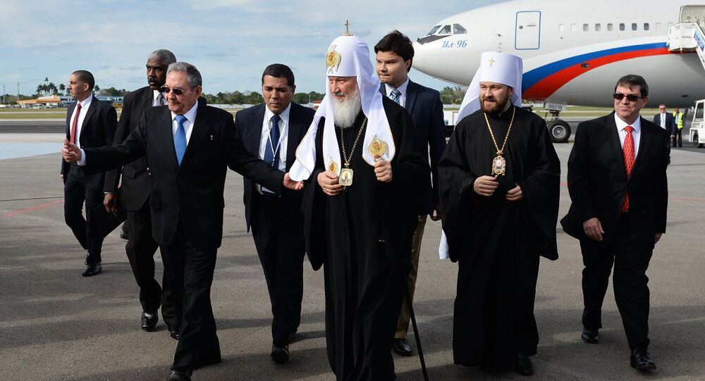 Patriarch of Moscow and All Russia Kirill (center) and President of the Council of State of Cuba Raul Castro (right in the foreground) during a meeting in Havana airport