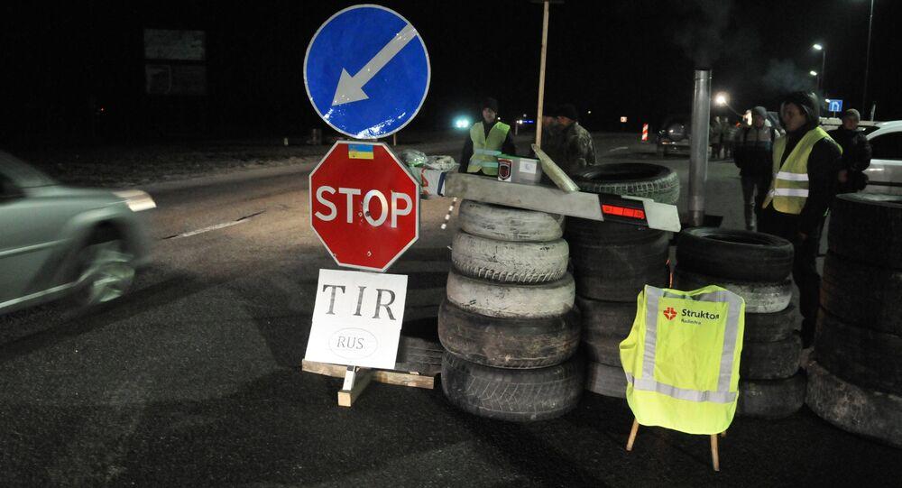 Ukrainian activists block Russian trucks in Lviv region