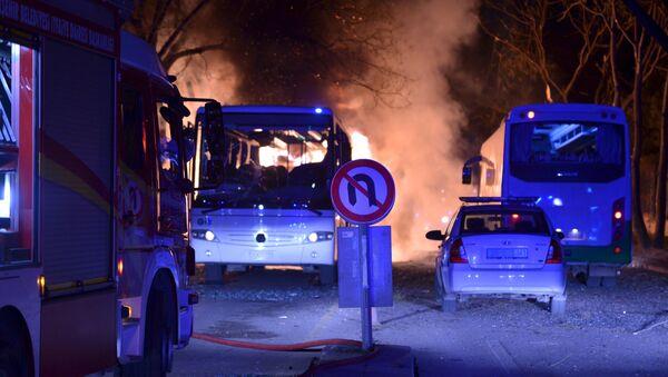 Cars of emergency services arrive after an explosion in Ankara, Turkey. - Sputnik International