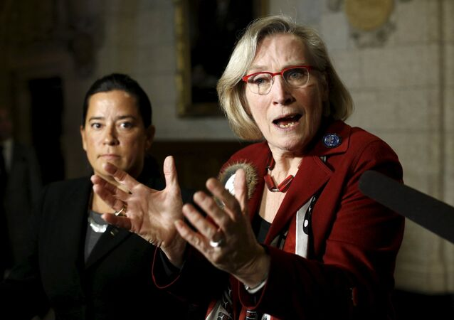 Canada's Indigenous Affairs Minister Carolyn Bennett (R) speaks during a news conference regarding a ruling by the Canadian Human Rights Tribunal with Justice Minister Jody Wilson-Raybould on Parliament Hill in Ottawa, Canada, January 26, 2016.