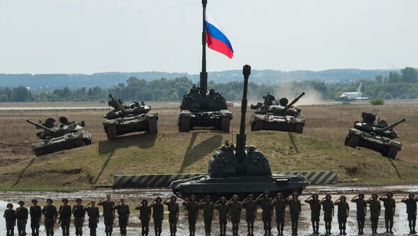 T-90 and T-80 tanks and a Msta-S howitzer at the final rehearsal for the Invincible and Legendary military and patriotic programme of the Engineering Technologies 2014 international forum in Zhukovsky near Moscow - Sputnik International
