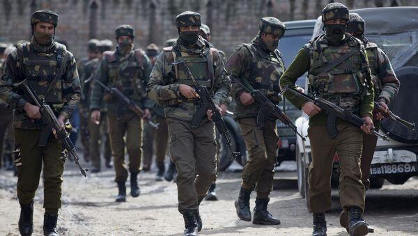 Indian police men secure the area of gunbattle with suspected rebels in Hajin Village some 38 Kilometers (23.75 miles) northeast of Srinagar, Indian controlled Kashmir, Thursday, Feb. 4, 2016 - Sputnik International