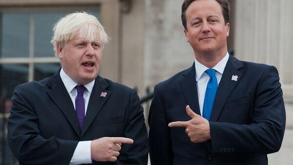 British Prime Minister David Cameron (R) and London Mayor Boris Johnson (L) pointing at each other on 24 August 2012. - Sputnik International