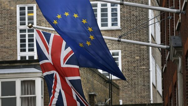 A EU flag hangs beside the Union Jack at the Europa House in London, Wednesday, Feb. 17, 2016. - Sputnik International