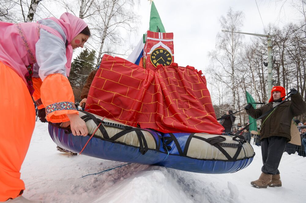 Battle Sledge Riders Steal the Show in Moscow