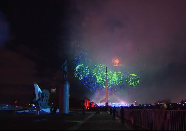 Spectacular Fireworks Light up Moscow Sky on Defender of Fatherland Day