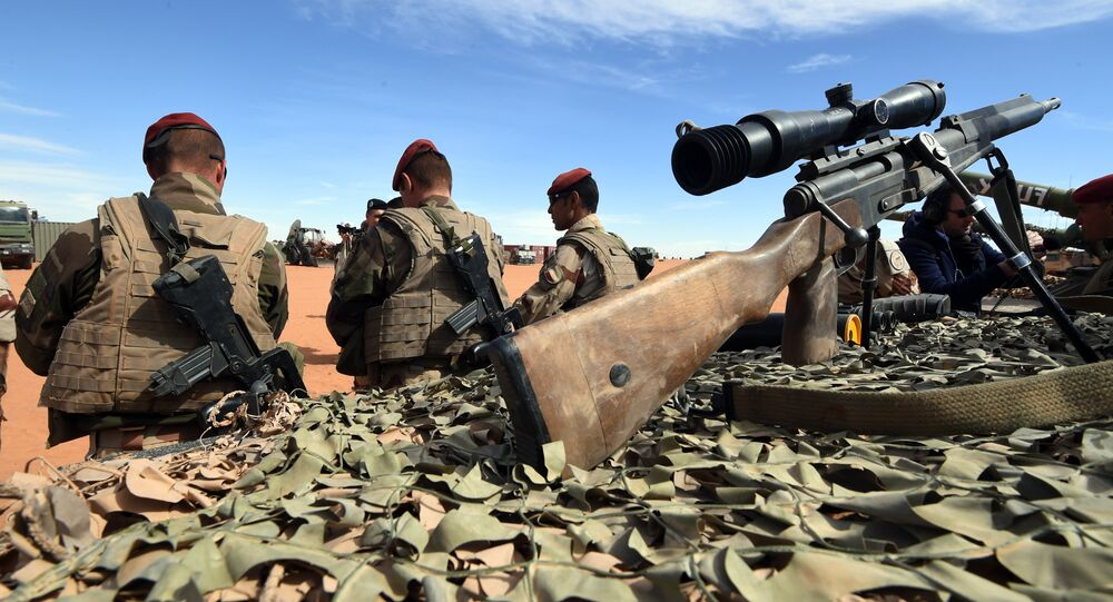 French soldiers of the Barkhane operation stand near the border with Lybia in Madama on January 1, 2015