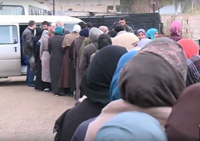 Russian Army Delivers Humanitarian Aid to Syrians
