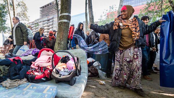 Refugees leave a tent camp for refugees in Brussels on Thursday, Oct. 1, 2015 - Sputnik International