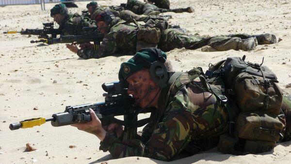 Royal Marine Commando Display Team at Bournemouth Air Festival - Sputnik International