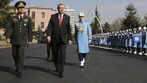 Turkish President Recep Tayyip Erdogan, centre, accompanied by Turkish Forces' Chief of Staff Gen. Hulusi Akar, left, reviews a honour guard Thursday Feb. 18, 2016 - Sputnik International