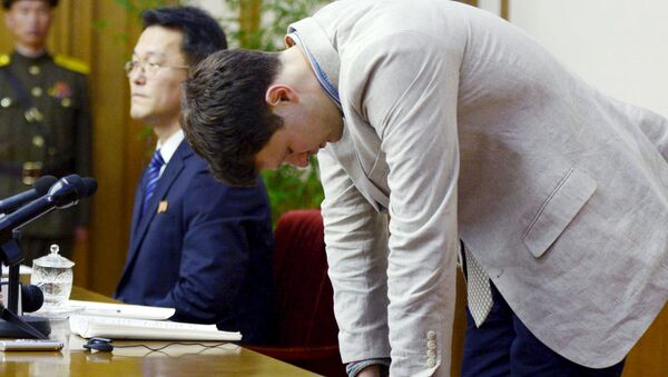 Otto Frederick Warmbier (R), a University of Virginia student who has been detained in North Korea since early January, bows during a new conference in Pyongyang, North Korea, in this photo released by Kyodo February 29, 2016 - Sputnik International