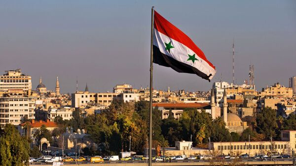 A Syrian national flag waves as vehicles move slowly on a bridge during rush hour, in Damascus, Syria, Sunday, Feb. 28, 2016 - Sputnik International