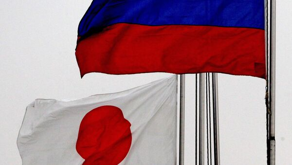 Russian (right) and Japanese national flags - Sputnik International