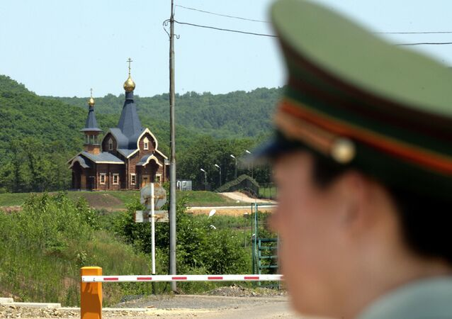 A Chinese border guard stands watch at a border crossing with Russia at the Chinese border town of Suifenhe, northeastern Heilongjiang province. (File)