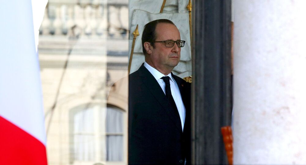 French President Francois Hollande stands in the entrance of the Elysee Palace following the weekly cabinet meeting in Paris, France, March 2, 2016.