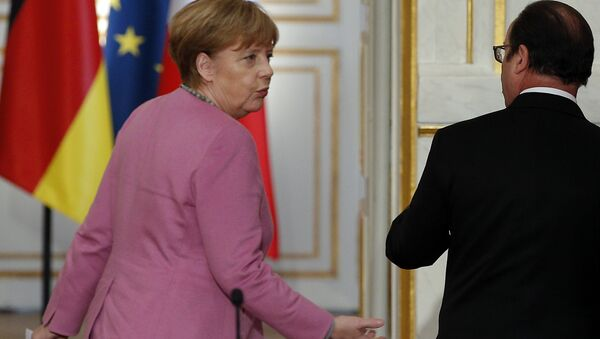 France's President Francois Hollande, right, and German chancellor Angela Merkel leave after a press conference at the Elysee Palace, in Paris, Friday, March 4, 2015. - Sputnik International