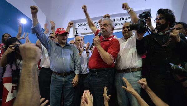 Brazilian former president Luiz Inacio Lula da Silva attends a meeting organized by unionists and members of the Workers Party (PT) in Sao Paulo downtown Brazil on March 4, 2016 - Sputnik International