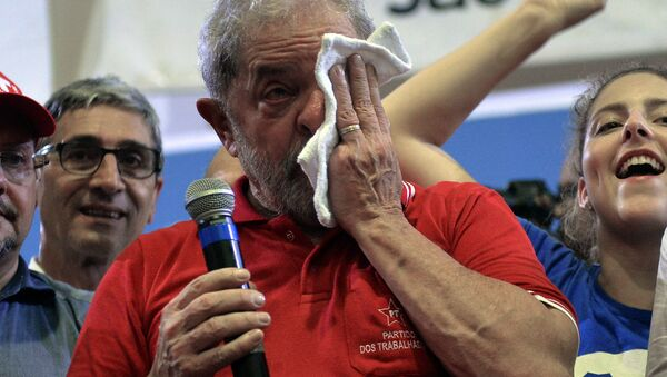 Brazilian former president Luiz Inacio Lula da Silva (C) wipes tears as he attends a meeting organized by unionists and members of the Workers Party (PT) in Sao Paulo downtown Brazil on March 4, 2016. Brazil's powerful Lula da Silva lashed out at prosecutors Friday after he was briefly detained by police as part of a probe into a massive corruption scheme - Sputnik International