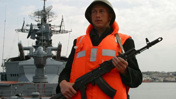 A serviceman of the Smetlivy anti-submarine ship of Russia's Black Sea Fleet at the naval base in Sevastopol - Sputnik International