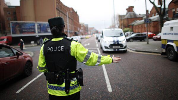 A police officer checks vehicles in South Belfast, Northern Ireland. File photo - Sputnik International
