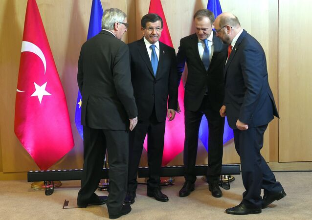 Turkish Prime Minister Ahmet Davutoglu poses with European Commission President Jean-Claude Juncker (L), European Council President Donald Tusk (2nd R) and European Parliament President Martin Schulz (R) during an EU-Turkey summit in Brussels, as the bloc is looking to Ankara to help it curb the influx of refugees and migrants flowing into Europe, March 7, 2016.