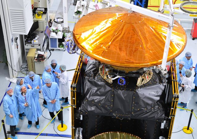 Thales Alenia Space associates seen at the clean shop, handling the orbital station of the European-Russian project ExoMars 2016