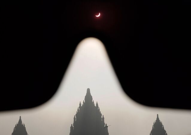 Stargazers' Paradise: Mind-Boggling Pictures of First Solar Eclipse in 2016