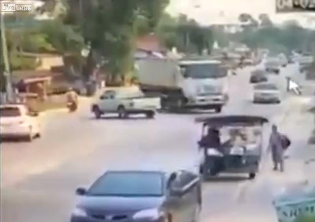 Truck Driver Drifting to Avoid Crash