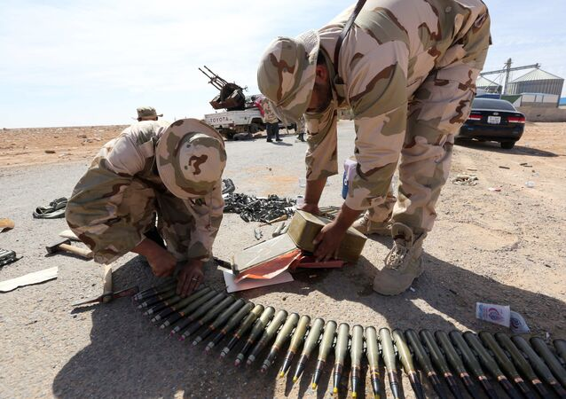 Libyan soldiers check ammunition, some three kilometers from the northern entrance to the Bani Walid (file photo)