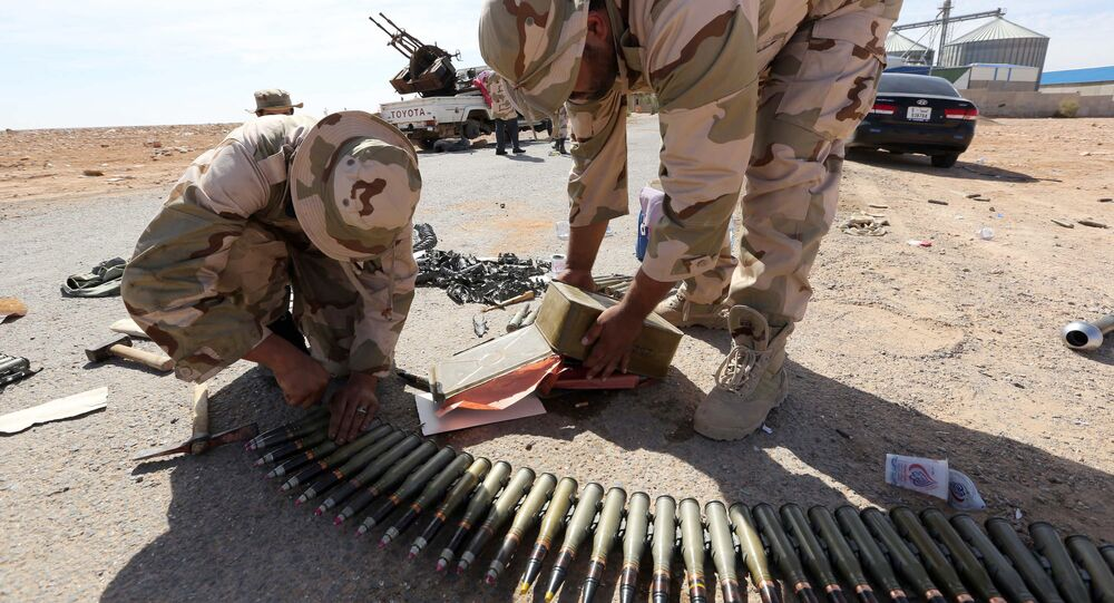Libyan soldiers check ammunition, some three kilometers from the northern entrance to the Bani Walid (file photo).