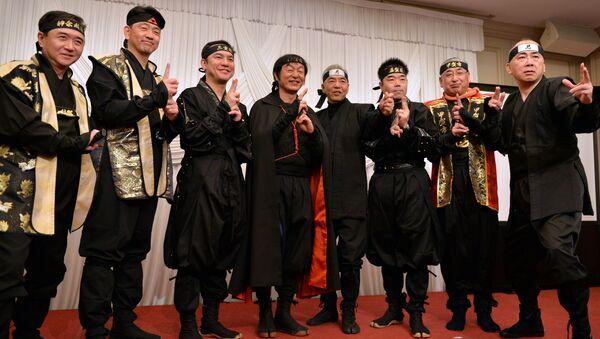 Governors and mayors from Mie, Shiga, Kanagawa prefecture and former tourism agency chief Hiroshi Mizohata (R) pose in ninja costumes for photos as they hold a press conference in Tokyo on March 8, 2015 - Sputnik International