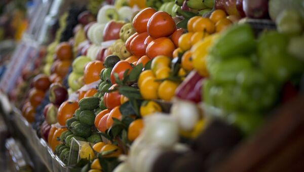 Vegetables are displayed for sale at Dorogomilovsky food market in Moscow, Russia, Friday, Nov. 27, 2015 - Sputnik International