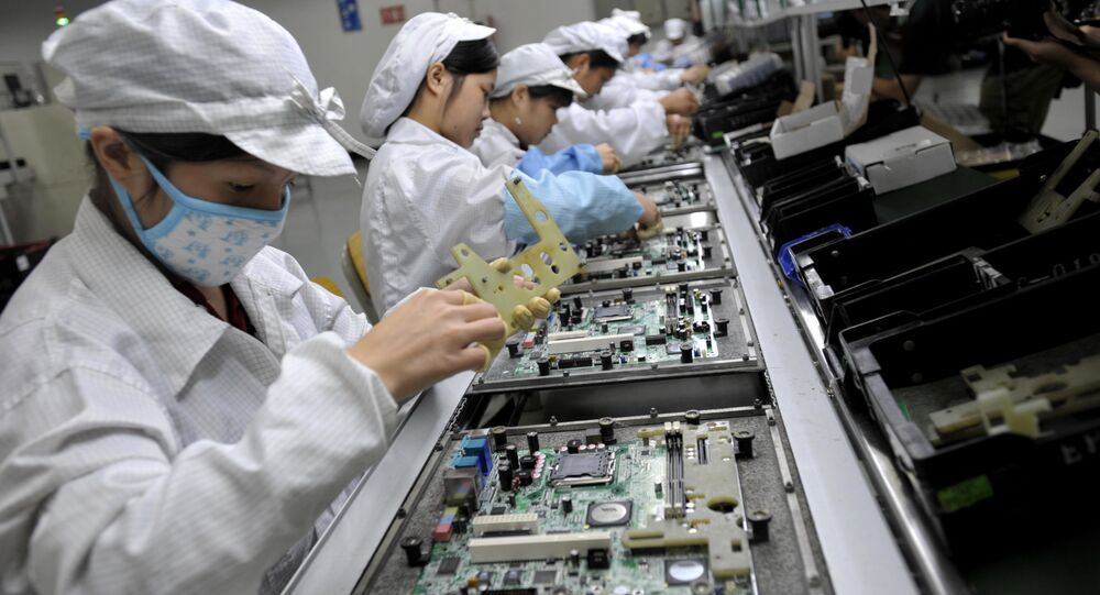 Chinese workers assemble electronic components at the Taiwanese technology giant Foxconn's factory in Shenzhen, in the southern Guangzhou province (File)