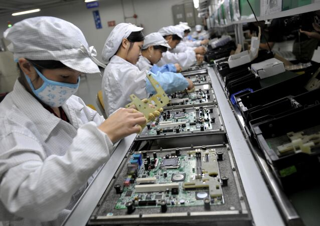 Chinese workers assemble electronic components at the Foxconn's factory in Shenzhen, in the southern Guangzhou province (File)