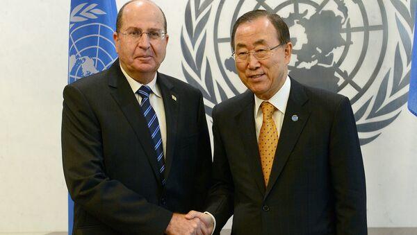 UN Secretary-General Ban Ki-moon (R) greets Israel's Defense Minister Moshe Ya'alon - Sputnik International