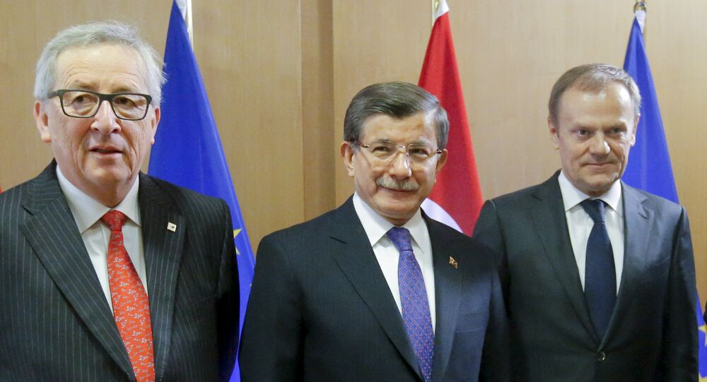 Turkish Prime Minister Ahmet Davutoglu poses with European Commission President Jean-Claude Juncker (L) and European Council President Donald Tusk (R) during a European Union leaders summit on migration in Brussels, Belgium, March 18, 2016.
