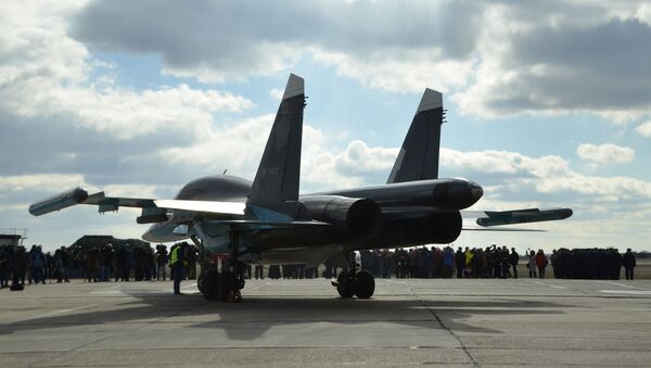 Pilots of Russian Su-34 bomber jets from Syria welcomed at an airbase in Russia's Voronezh region. - Sputnik International