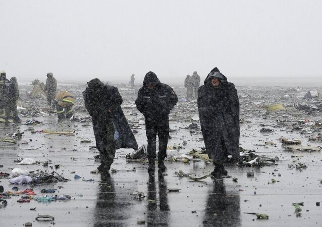 Emergencies Ministry members work at the crash site of a Boeing 737-800 Flight FZ981 operated by Dubai-based budget carrier Flydubai, at the airport of Rostov-On-Don, Russia, March 19, 2016.